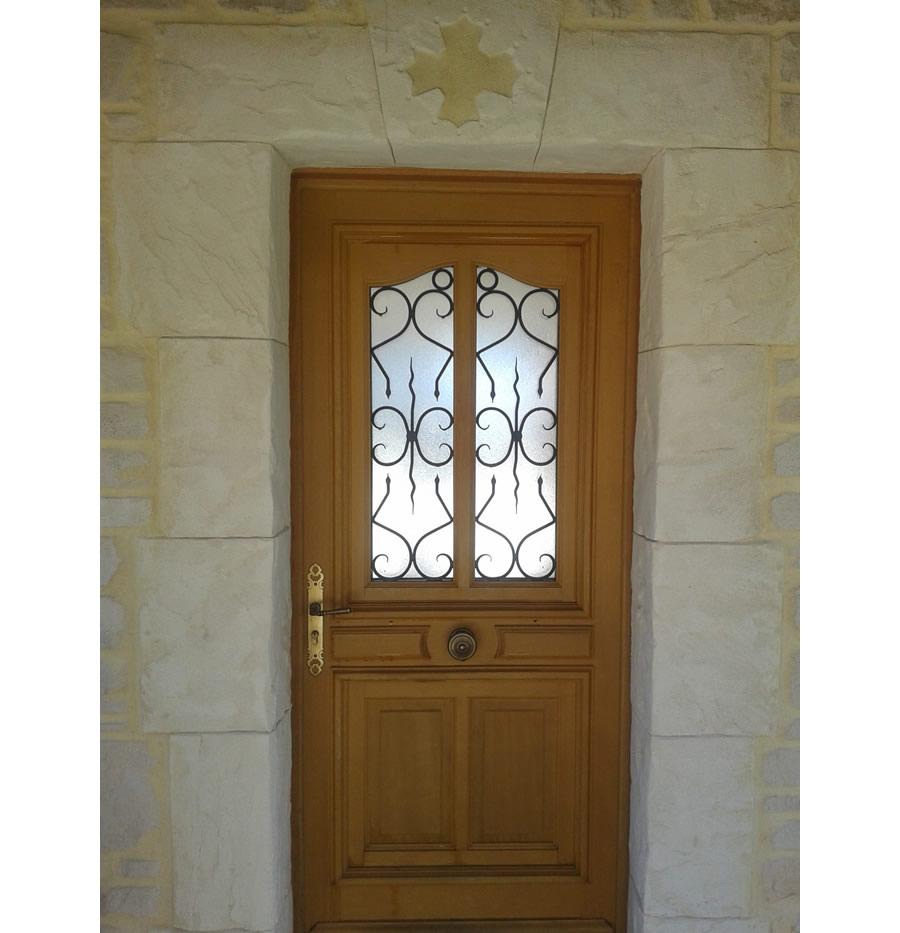 St Cézaire - Encadrement de porte