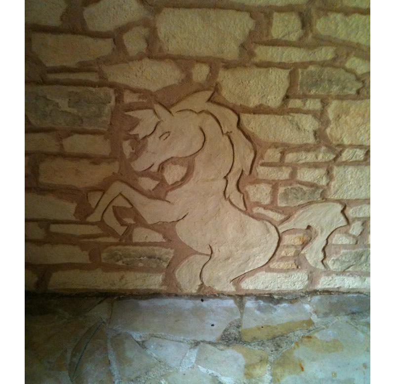Décoration pierres sculptées sur La Turbie ( 06)- Motif poney